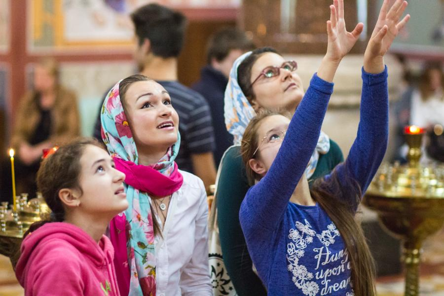 прихожане церковь от лисбиянок молодые защищали